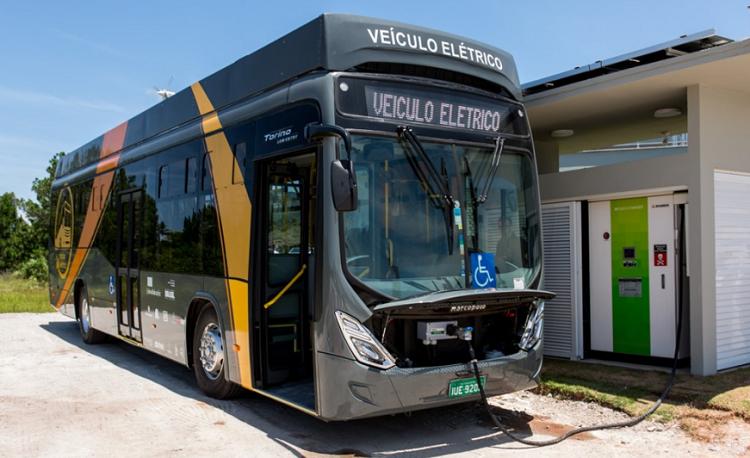 2016: um ônibus a energia solar